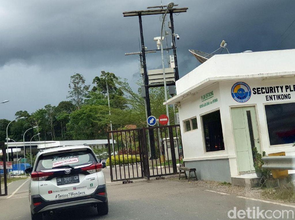 PLBN Entikong berwajah baru di Kabupaten Sanggau, diresmikan pada akhir 2016 lalu. Pos perbatasan ini dibangun kembali oleh Kementerian Pekerjaan Umum dan Perumahan Rakyat, dengan masa 1 tahun.