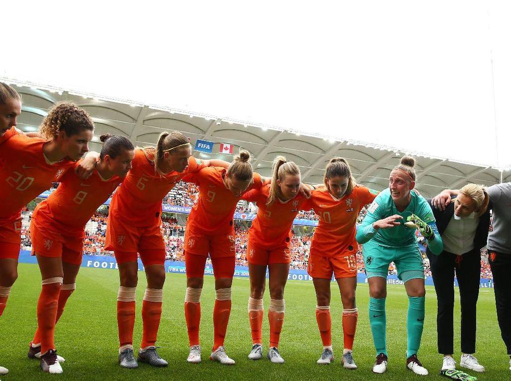 Ini para penggawa Timnas Belanda. Mereka nantinya akan bertemu Jepang di babak 16 besar. (Foto: Robert Cianflone/Getty Images)
