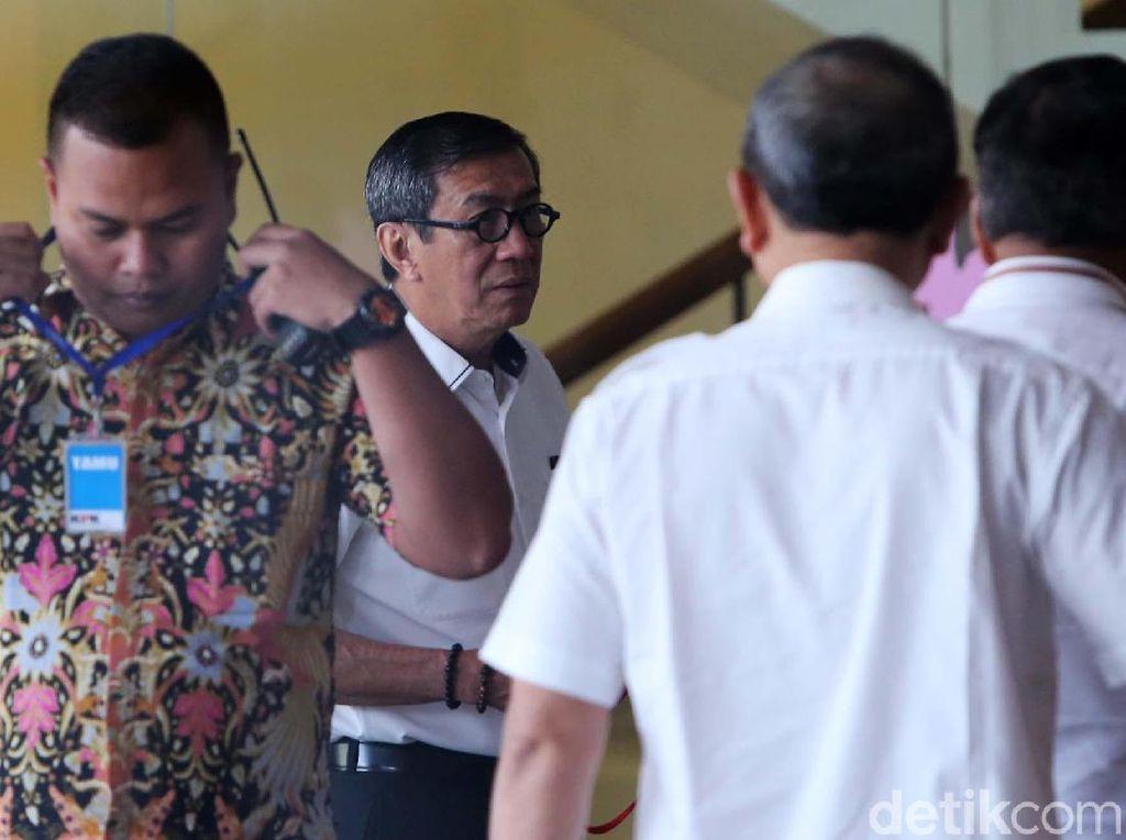 KPK memanggil Yasonna dalam kapasitasnya sebagai mantan anggota DPR RI. Dia juga pernah diperiksa sebagai saksi kasus dugaan korupsi e-KTP sebelumnya.