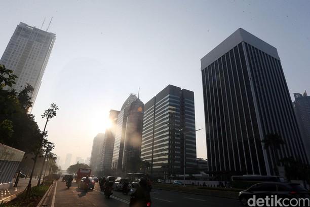 Mentari Lembut Sinari Ibu Kota