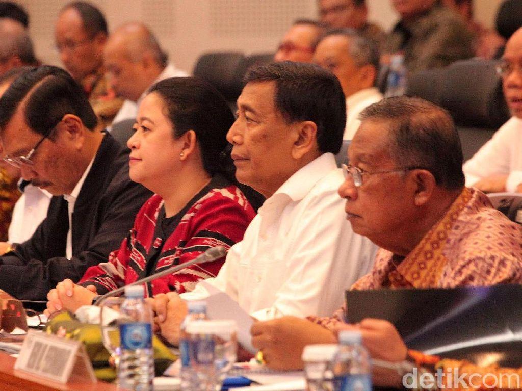 Menteri Koordinator bidang Politik, Hukum, dan HAM Wiranto yang mengusulkan anggaran 2020 Rp 282.769.824.000 atau naik dibandingkan pagu anggaran 2019 Rp 281.470.604.000.