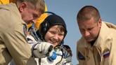 Anne McClain adalah astronaut wanita pertama asal AS yang berjalan (space walk) di luar angkasa. Namun, wanita pertama di dunia yang berjalan di luar angkasa adalah kosmonot Uni Sovyet pada 1989. (NASA/Bill Ingalls/Handout via REUTERS)