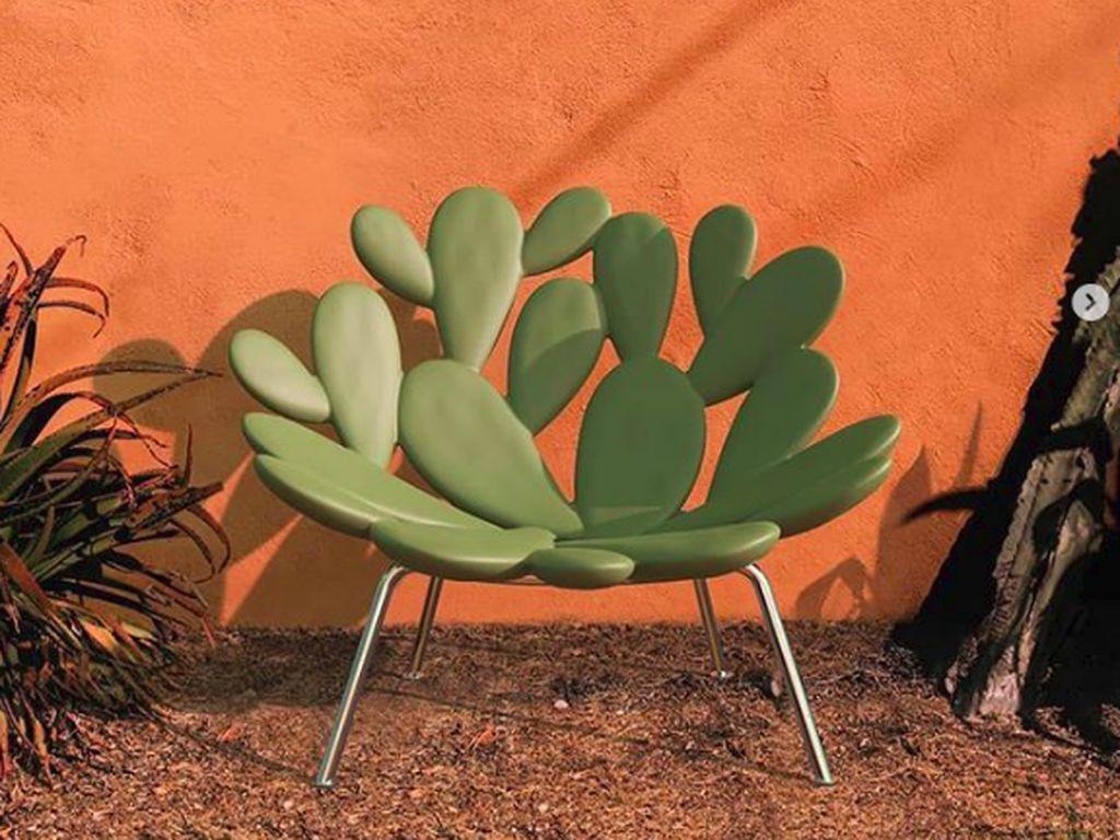 Kursi taman dengan desain kaktus. (Foto: Brightside)