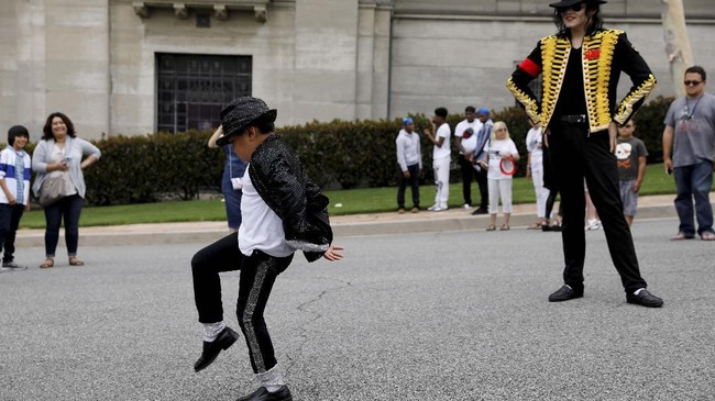 Megabintang Michael Jackson meninggal dunia pada 25 Juni 2009 di rumahnya akibat overdosis obat. (REUTERS/Mike Blake)