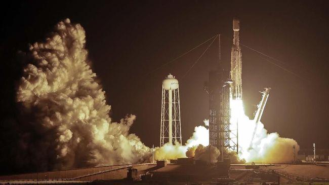 Elon Musk: Misi Berawak SpaceX ke Luar Angkasa April 2020