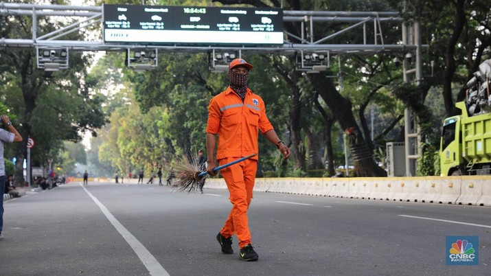 Massa Aksi Kawal MK Bubar Jalan, Pasukan Orange Beraksi