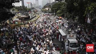 Massa Aksi Kawal Putusan MK Berkumpul di Medan Merdeka Barat