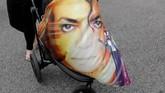 Di atas kehidupan pribadinya yang sensasional, Jackson pun telah menyentuh banyak jiwa melalui musiknya.(REUTERS/Mike Blake)