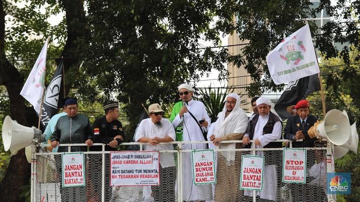 Aksi Massa Gelar Doa dan Tahlil di Depan Patung Kuda