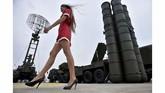 AS menyatakan khawatir Rusia bisa mencuri data jet siluman itu. Jika itu terjadi maka Rusia bisa memperbaiki kemampuan jelajah dan akurasi rudal S-400. (KIRILL KUDRYAVTSEV / AFP)