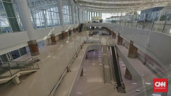 Peralihan seluruh penerbangan domestik diperkirakan meningkatkan jumlah penumpang di Bandara Kertajati menjadi sekitar 6 ribu penumpang per hari. Angka ini berasal dari jumlah penumpang di Bandara Husein Sastranegara, Bandung, yang melayani sekitar 9.000 penumpang per hari. (CNNIndonesia/Adhi Wicaksono).