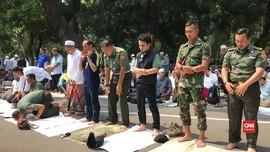 VIDEO: Kemenhan Fasilitasi Massa Aksi Berwudu untuk Salat