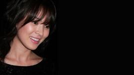 Song Hye Kyo Tertawa dengan Fan Usai Diceraikan Joong Ki