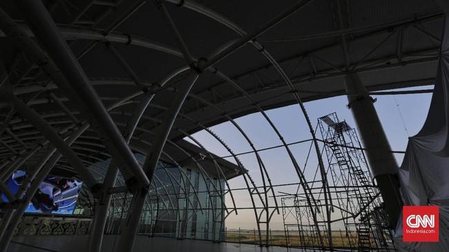 Untuk masa transisi, mulai 1 Juli nanti, operator Bandara Kertajati akan merangkul kerja sama dengan penyedia jasa angkutan, seperti Perum Damri, operator bus, dan transportasi daring, memberikan diskon hingga kursi gratis untuk layanan antar jemput. (CNNIndonesia/Adhi Wicaksono).