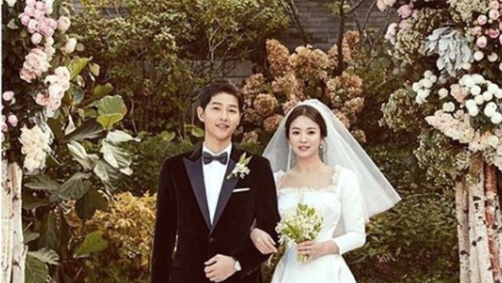 Di balik kabar perceraian yang menggemparkan, ada drama yang membuat hati teriris ketika Song-Song couple mencoba bertahan dengan perkawinannya.