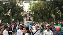 VIDEO: Isak Tangis Pendukung Prabowo Hadapi Putusan MK