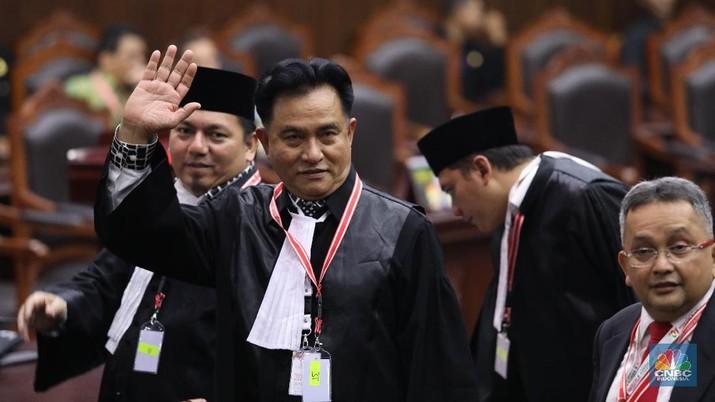 Hakim Mahkamah Konstitusi (MK) membacakan putusan atas permohonan gugatan pilpres yang diajukan Prabowo Subianto-Sandiaga Uno.