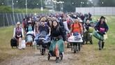 Festival Glastonbury adalah sebuah perayaan terhadap seni yang diselenggarakan selama lima hari berturut-turut. (REUTERS/Henry Nicholls)