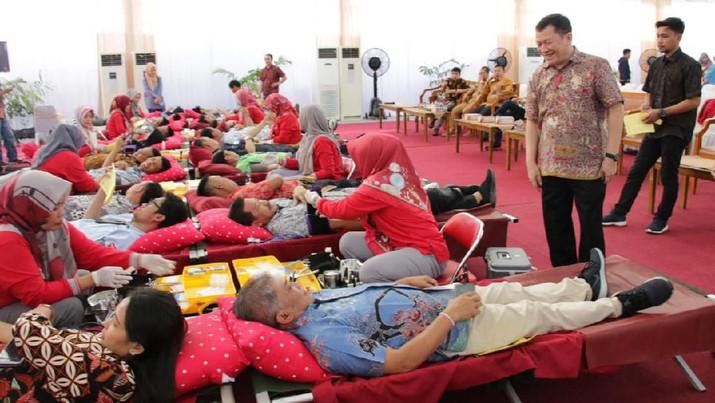 Kegiatan donor darah dilaksanakan sebagai bentuk kepedulian sosial Pertamina terhadap sesama.