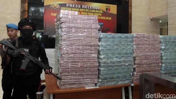 Wow! Ini Tumpukan Uang Segunung Bukti Korupsi Eks Bos PLN
