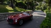 Cat dan bodi Ferrari 166 MM Spyder produksi 1950an masih dalam kondisi baik pada bagian luarnya. (Photo by VALERY HACHE / AFP)