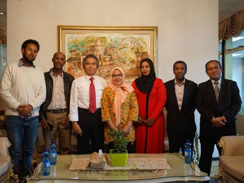 Pertemuan itu merupakan bagian dari upaya dan komitmen KBRI Addis Ababa untuk memperkuat potensi sahabat Indonesia di Ethiopia dan agar memberi manfaat yang sebesar-besarnya bagi Indonesia dan Ethiopia.