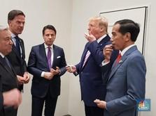 Santai Sejenak di KTT G20, Jokowi & Trump Berbagi Permen
