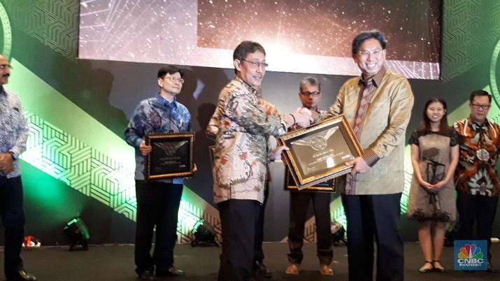 Penghargaan ini diterima oleh Direktur Utama Bank Mega Kostaman Thayib di Balai Kartini, Jakarta, Jumat (28/6/2019).