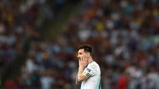 FOTO: Argentina Menang, Messi Belum Senang
