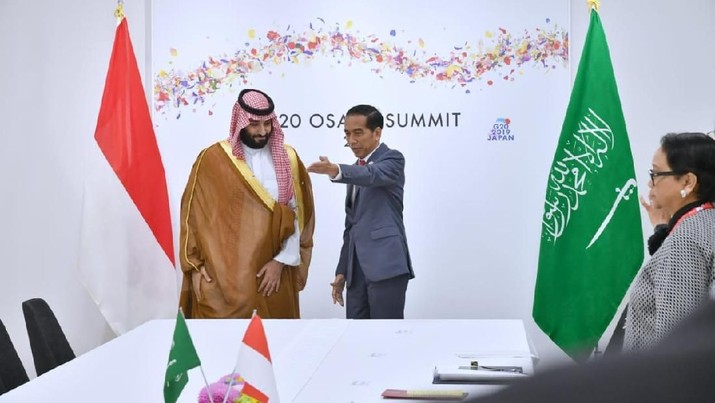 Jokowi sebut kejayaan minyak di Indonesia sudah selesai, tapi di kancah global komoditas emas hitam ini masih jawaranya. Terbukti dengan kinerja Saudi Aramco.