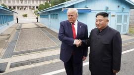 Pertemuan Trump-Kim Jong-un Hingga Jepang Kembali Buru Paus