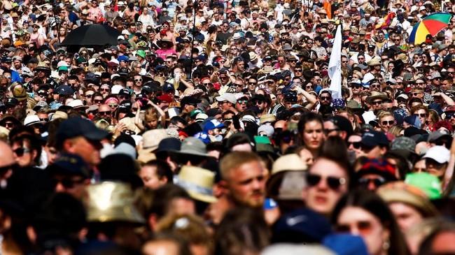 Salah satu festival musik terbesar di dunia, Glastonbury Festival 2019 meneruskan jejak kesuksesan pendahulunya: mengajak ratusan ribu orang berpesta bersama.(REUTERS/Henry Nicholls)