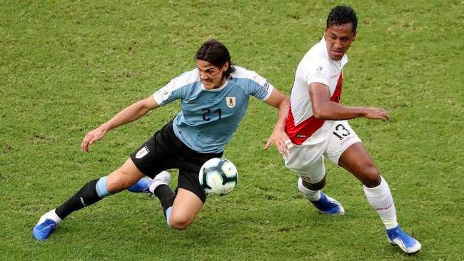 Timnas Uruguay menghadapi Peru pada perempat final Copa America 2019 di Stadion Arena Fonte Nova, Salvador, Minggu (30/6) dini hari WIB. (REUTERS/Sergio Moraes)