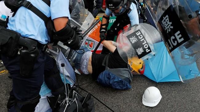 Unjuk rasa ini merupakan tindak lanjut dari beberapa demonstrasi sebelumnya yang selalu berakhir ricuh. (Reuters/Tyrone Siu)