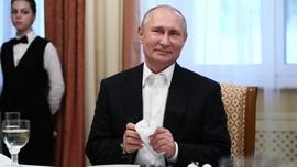 Putin Bawa Cangkir Sendiri saat Santap Malam KTT G20