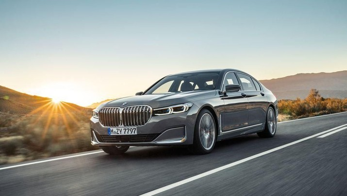 Mobil Mercy S600 mendapat penantang sebanding, yaitu BMW seri 7 ditawarkan sebagai mobil kepresidenan.