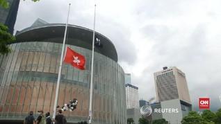 VIDEO: Pedemo Hong Kong Kibarkan Bendera Setengah Tiang