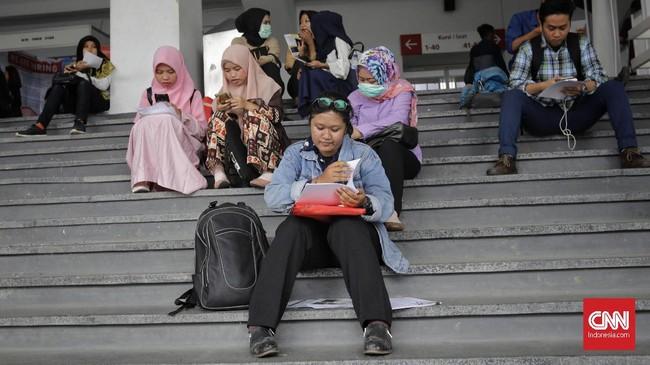 Sebanyak 74,08 juta orang (57,27 persen) masih bekerja pada kegiatan informal. Namun, jumlah tersebut turun 0,95 persen dalam setahun terakhir. (CNN Indonesia/Adhi Wicaksono)