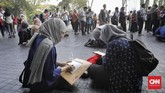 Rata-rata upah buruh laki-laki sebesar 3,05 juta dan rata-rata upah buruh perempuan sebesar 2,33 juta rupiah. (CNN Indonesia/Adhi Wicaksono)