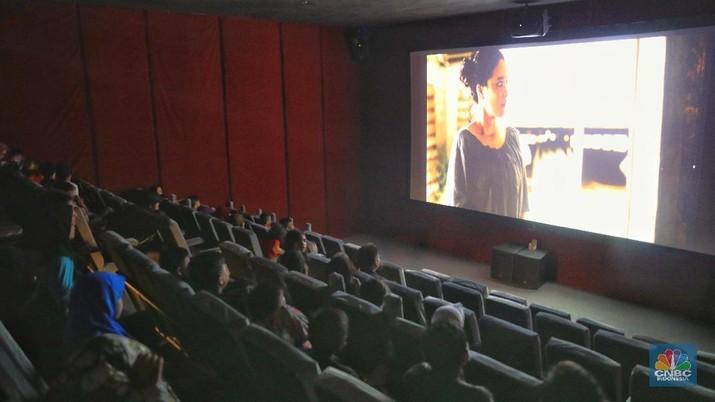 Indiskop atau Bioskop Rakyat yang ada di dalam Pasar Jaya Teluk Gong, Penjaringan, Jakarta Utara, Selasa (2/7/2019). (CNBC Indonesia/Andrean Kristianto)