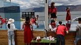 Erhai adalah danau air tawar terbesar di China yang menjadi latarbelakang kota Dali. (REUTERS/Tingshu Wang)