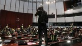 Pemerintah Hong Kong menyebut aksi massa sudah kelewat batas dan penuh kekerasan. (REUTERS/Tyrone Siu)