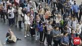 Ratusan orang mencoba peruntungan mendapatkan pekerja yang ditawarkan oleh lebih dari 100 perusahaan.(CNN Indonesia/Adhi Wicaksono)