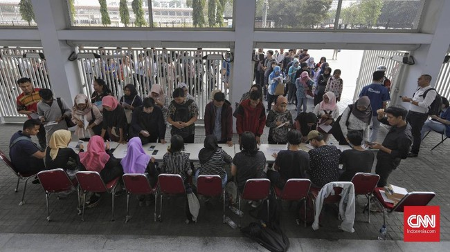 Penduduk yang bekerja pada Februari 2019 sebanyak 129,36 juta orang, bertambah 2,29 juta orang dari Februari 2018. (CNN Indonesia/Adhi Wicaksono)