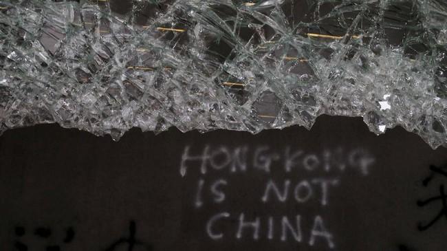 Menurut pengakuan seorang pengunjuk rasa Cheung (24), mereka merasa sudah frustasi karena pemerintah tidak kunjung mendengar tuntutan masyarakat. (REUTERS/Jorge Silva)