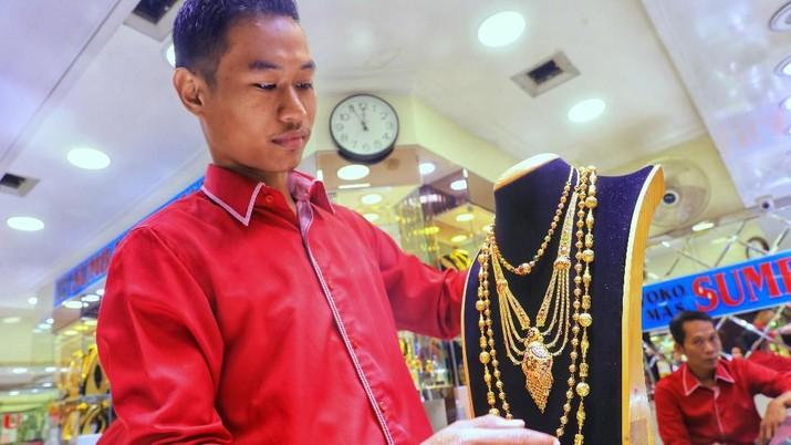 [Tak Hanya Logam Mulia, Perhiasan Saat Ini Banyak Diburu Warga Untuk Investasi.(CNBC Indonesia)