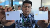 Dispermasdes Boyolali menyatakan tahun 2019 adalah pelaksanaan keempat dalam proses Pilkades.Pemilih mendapatkan smart card untuk menyetor suaranya dalam Pilkades berbasis e-voting. (ANTARA FOTO/Aloysius Jarot Nugroho)