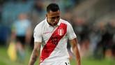 Babak pertama berakhir dengan skor 2-0 untuk Peru setelah Yoshimar Yotun mencetak gol kedua Peru di menit ke-38. (REUTERS/Ueslei Marcelino)