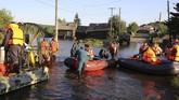 Menurut Kementerian Darurat, sekitar 1,250 orang dirawat akibat luka-luka karena banjir bandang. (REUTERS/Alexey Golovshchikov)