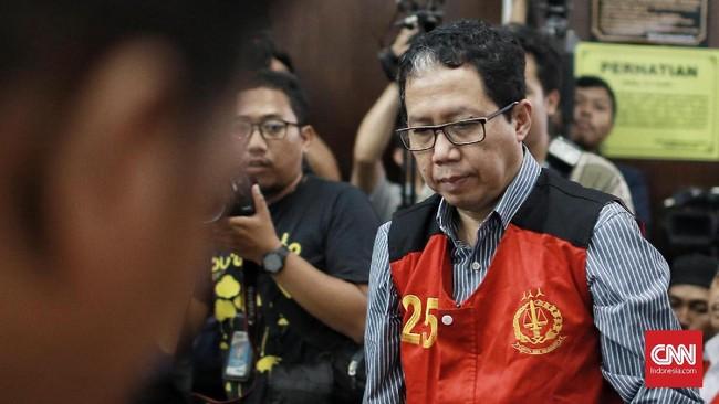 Joko Driyono ditetapkan sebagai tersangka kasus penghilangan barang bukti dan pengrusakan tempat kejadian perkara di Apartemen Taman Rasuna pada pertengahan Februari.(CNN Indonesia/Andry Novelino)